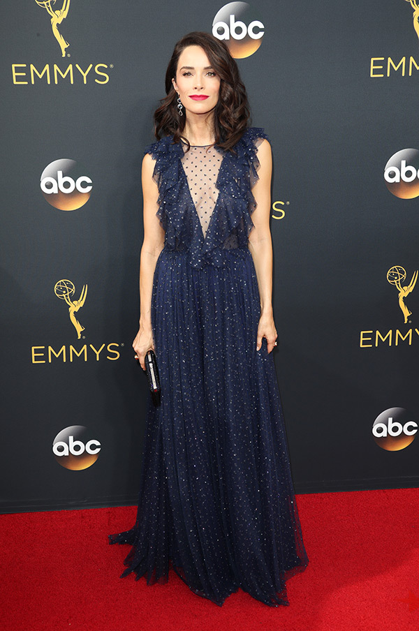 abigail-spencer-emmys-2016-emmy-awards
