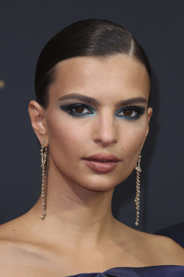 emily-ratajkowski-emmys-hair-makeup-2016-emmy-awards-photos
