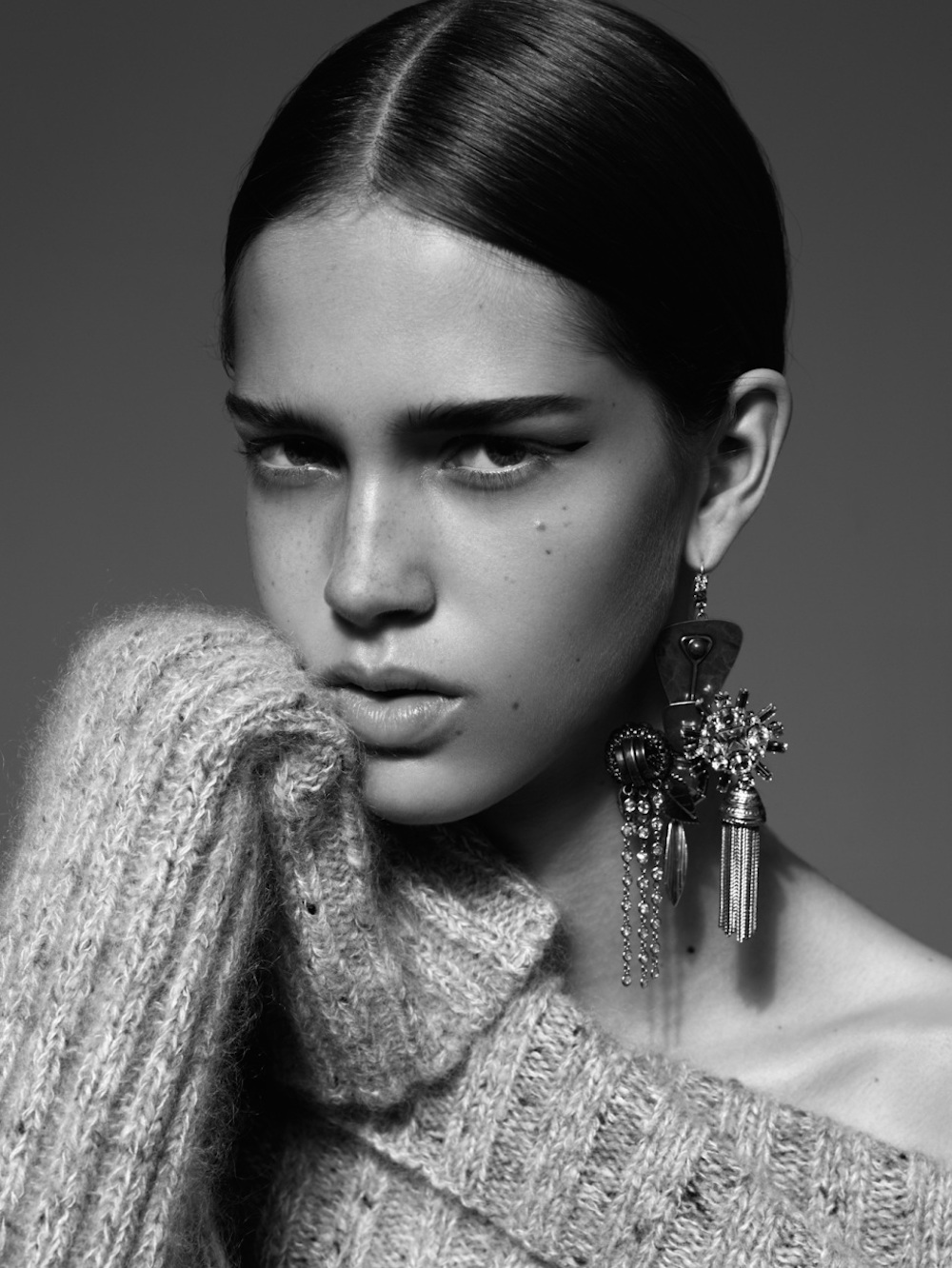 black-and-white-statement-earring-editorial-trend-post-oracle-fox