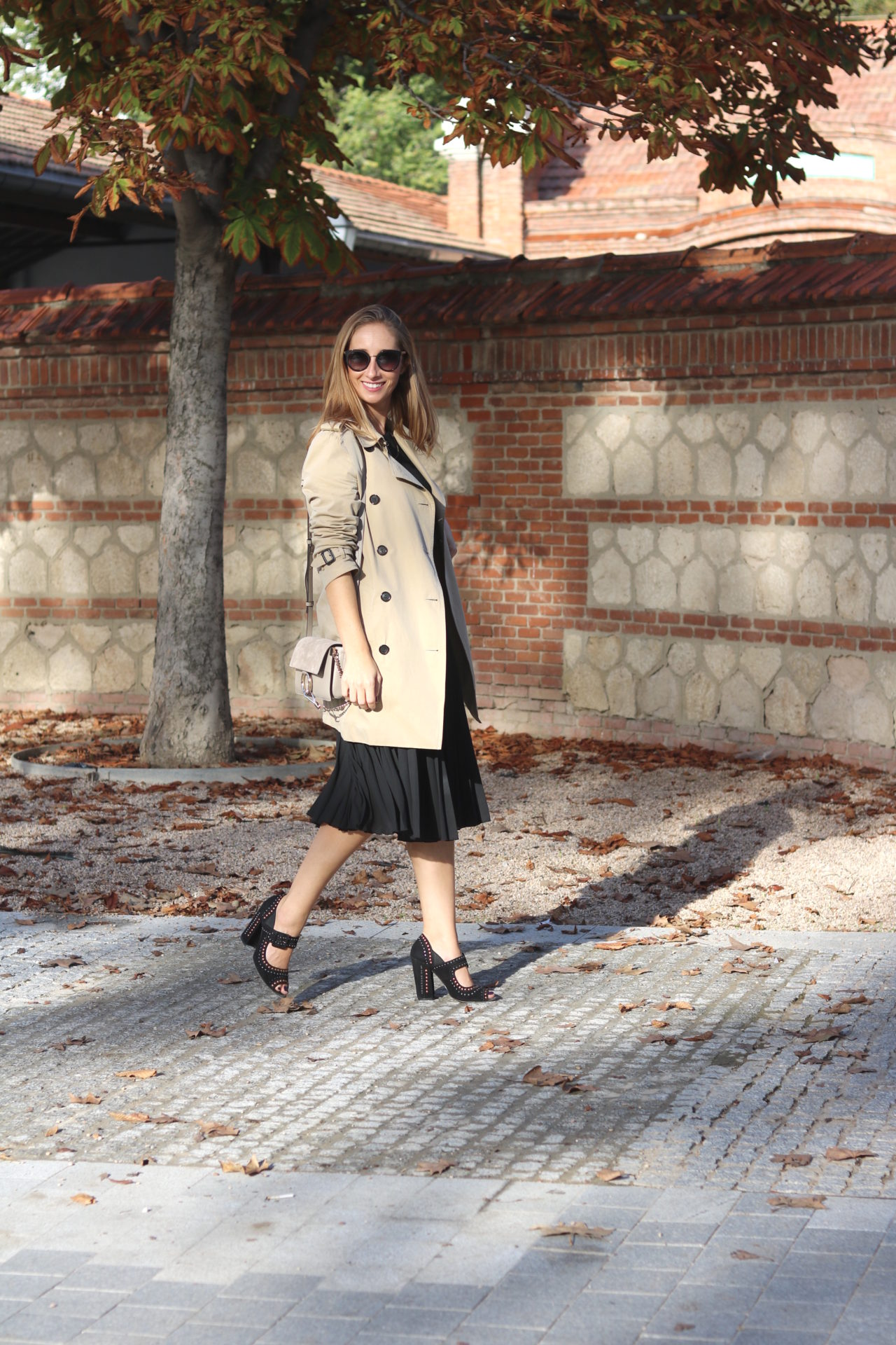 black-dress-and-trench-coat-madrid